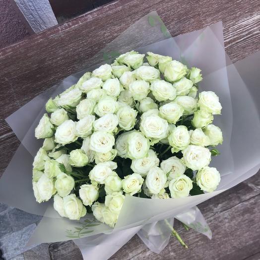 Моно из белых кустовых роз