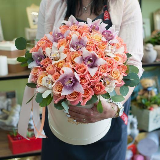 "Шляпная коробка с цветами ""Персидская красавица"""