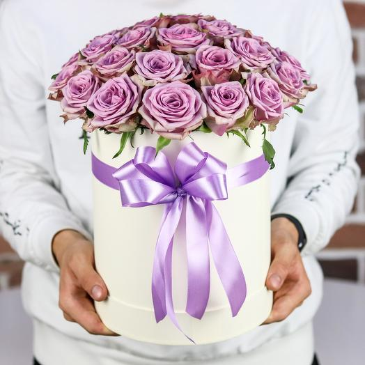 Шляпная коробка из 19 сиреневых роз. N847