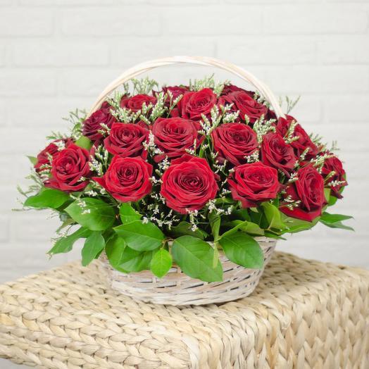 Корзина с 31 красной розой