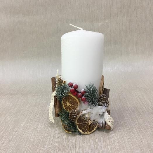 Свеча декоративная с палочками корицы