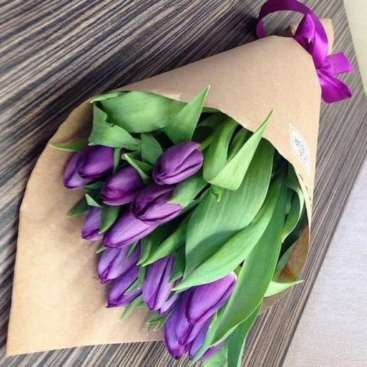 Букет из тюльпанов в крафте
