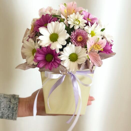 Цветы в коробке «Самой милой»