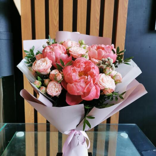 Коралловые пионы и пионовидные розы