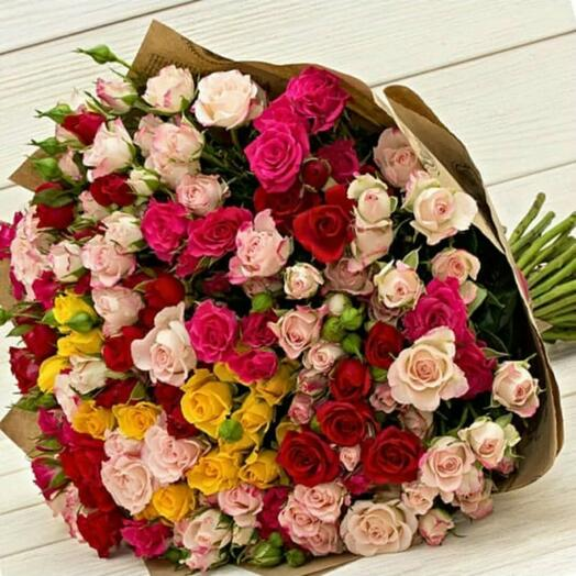 Розы в ярком букете