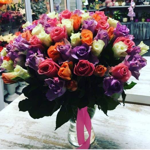 55 роз в вазе