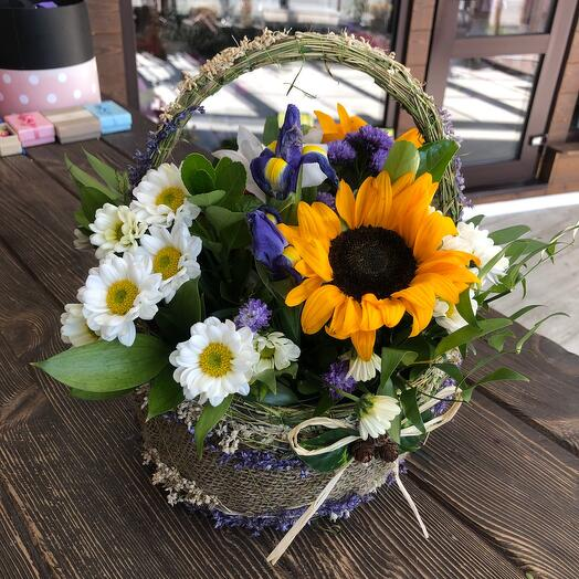 Корзина с цветами Лукошко