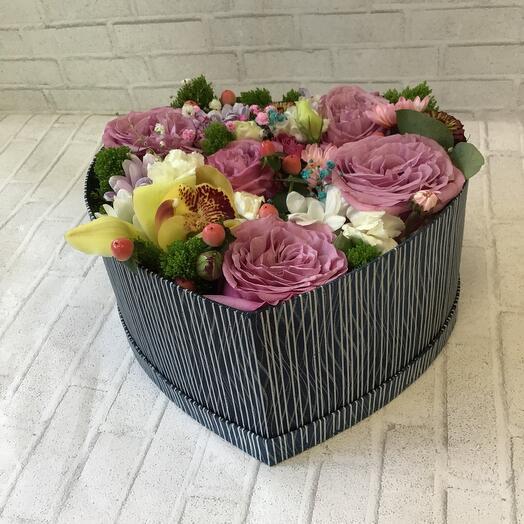 Цветы в коробке «Цветочное сердце»