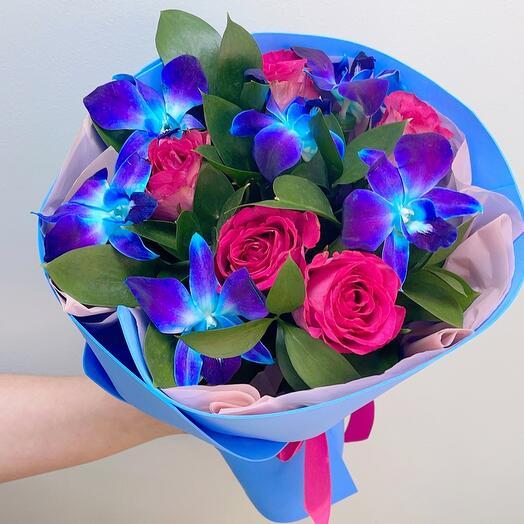 Авторский букет с синими орхиедями