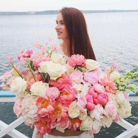 Композиция с розами пионами и гортензией: букеты цветов на заказ Flowwow