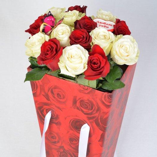 Розы в коробке Поздравляю