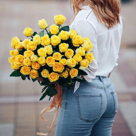 Букет из 31 желтой местной розы 60 см: букеты цветов на заказ Flowwow