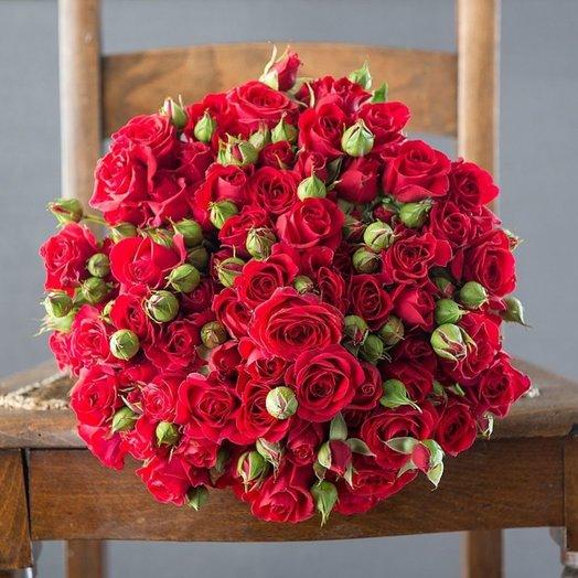 Букет из 25 красных кустовых роз 60 см: букеты цветов на заказ Flowwow