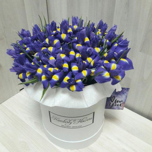 Ирисы в коробке: букеты цветов на заказ Flowwow