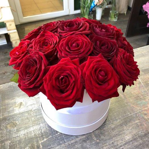 19 огненных роз в коробке M