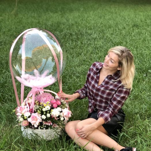 Корзина с Цветами и шаром: букеты цветов на заказ Flowwow