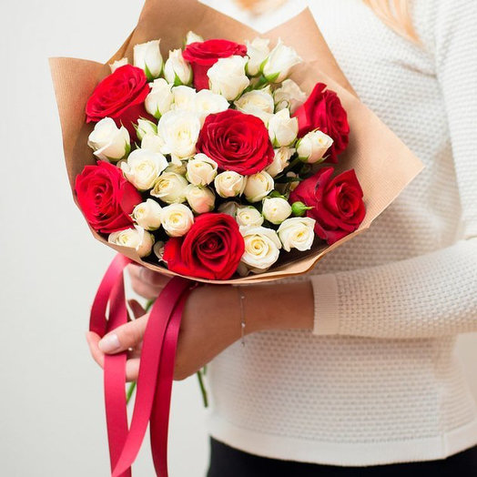 Комплимент 3: букеты цветов на заказ Flowwow