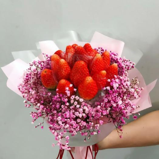 Клубника в кружевах: букеты цветов на заказ Flowwow