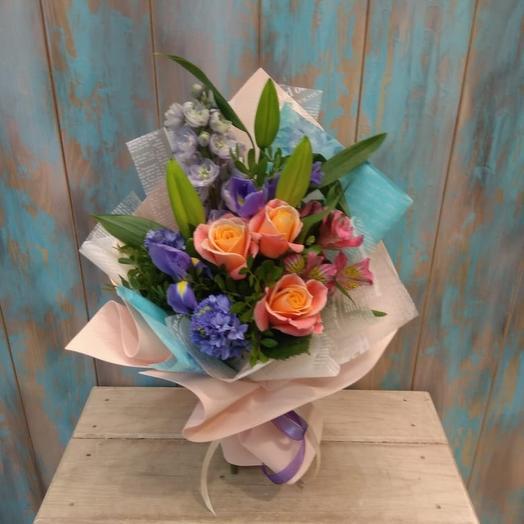 Букет из роз, гиацинтов и лилии: букеты цветов на заказ Flowwow