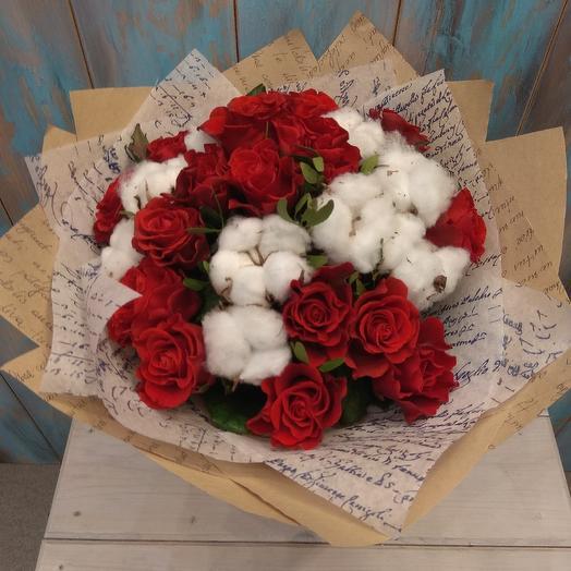 Букет из красной розы 17 шт и хлопка: букеты цветов на заказ Flowwow