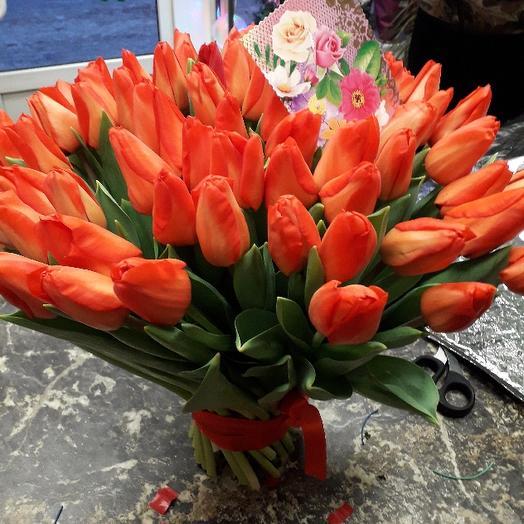 77 красных тюльпанов: букеты цветов на заказ Flowwow