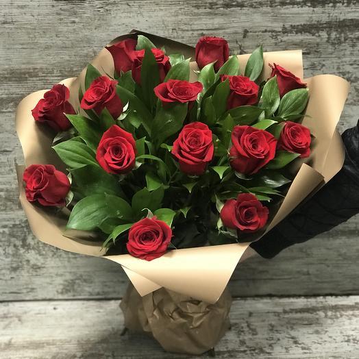 букет из 15 красных роз в корейской упаковке