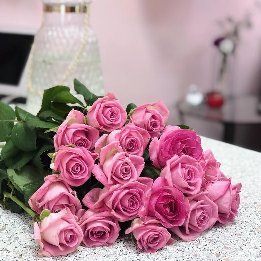 17 розовых роз: букеты цветов на заказ Flowwow