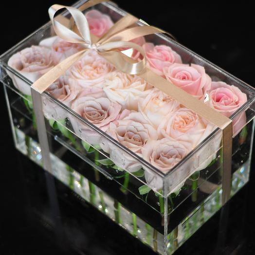 Бокс с пионовидными розами: букеты цветов на заказ Flowwow