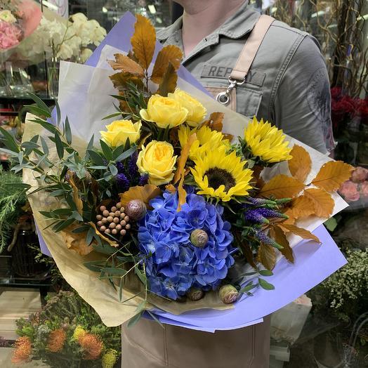 Яркий букет с французскими розами и нотками осени: букеты цветов на заказ Flowwow
