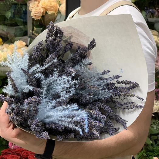 Букет из высокой ароматной лаванды с иуаларией: букеты цветов на заказ Flowwow