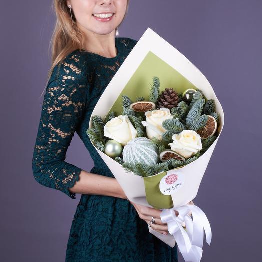 Зимний букет с белыми розами