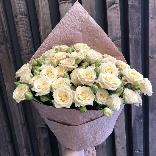 Моно букет из бежевых кустовых роз: букеты цветов на заказ Flowwow