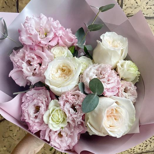Букет с эустомой и розами пионовидными