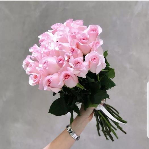 Bouquet of 25 soft pink roses on a ribbon