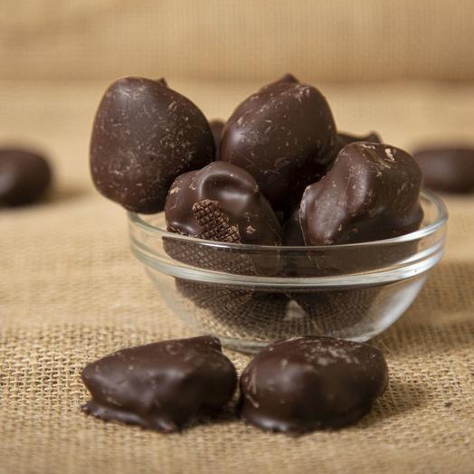 Грецкий орех в темном шоколаде  250 гр