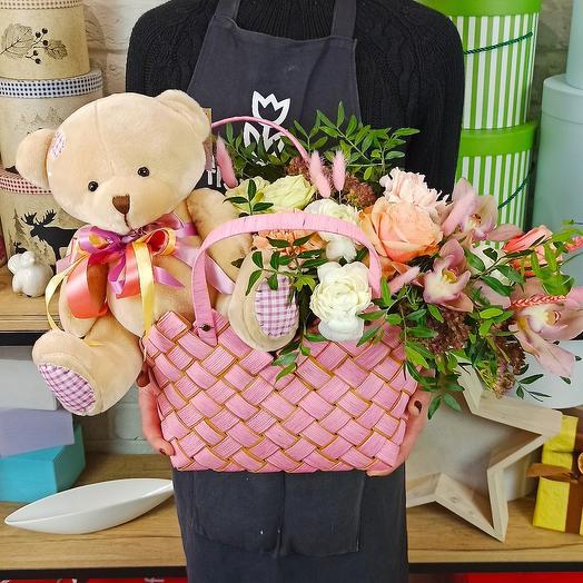 "Корзина с цветами ""Подарок Маме"""