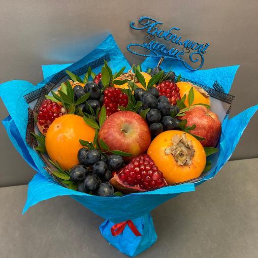 Сочные фрукты  в букете