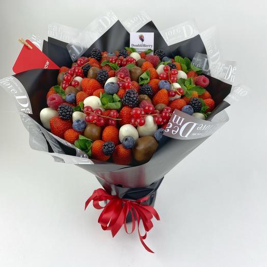 Стильный букет из ягод клубники