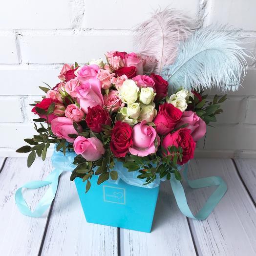 Цветы в бирюзовой коробке