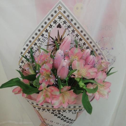 Букет с тюльпанами и альстромерией