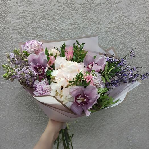 Букет с гортензией, сиренью и орхидеями