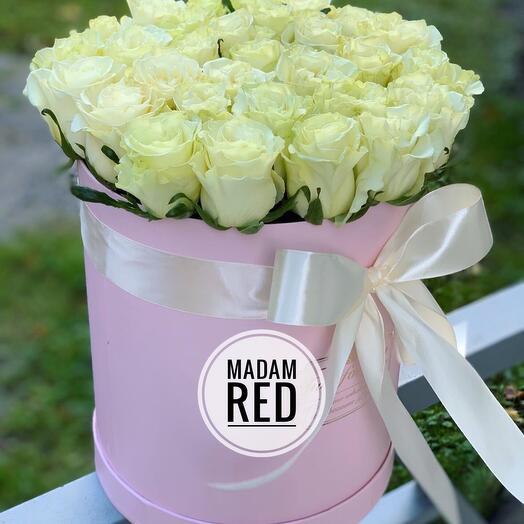 Розы в коробке белые