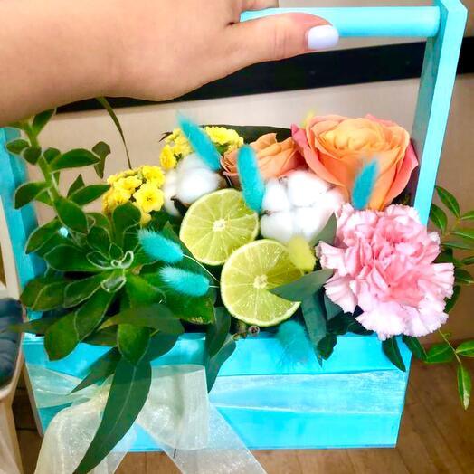 Ящик с розами «завтрак у Тиффани»