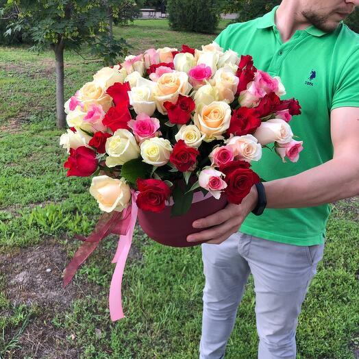 65 роз в коробке