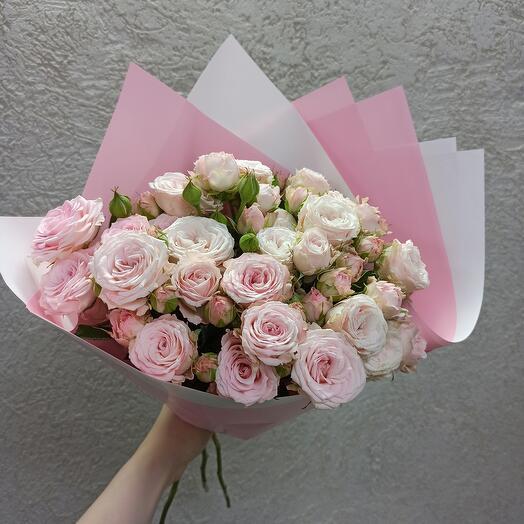 Букет красивых пионовидных роз