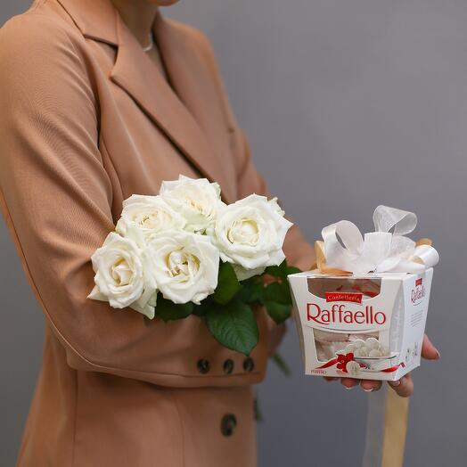 5 белых роз(60см) + Raffaello(150 гр)
