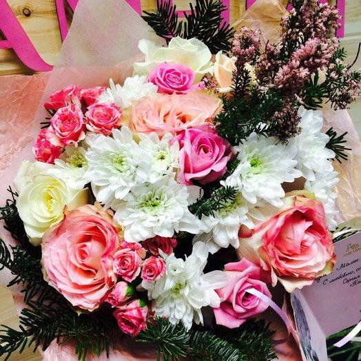Букет с розой и елью: букеты цветов на заказ Flowwow