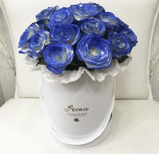 Синие розы в цветочной коробке