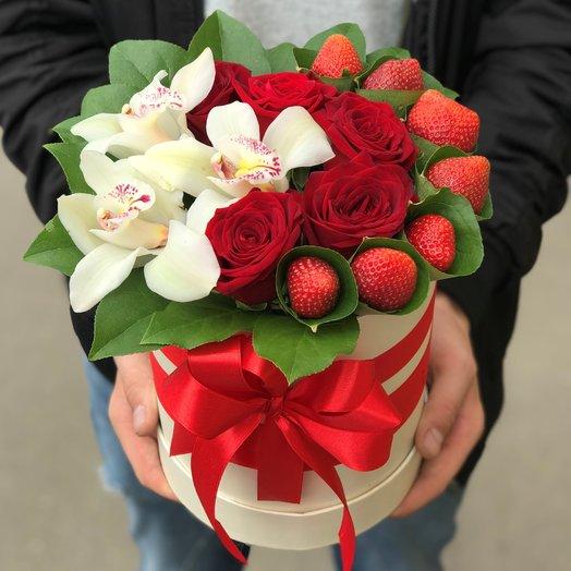 Коробки с цветами. Розы, Орхидеи , Клубника. N120: букеты цветов на заказ Flowwow