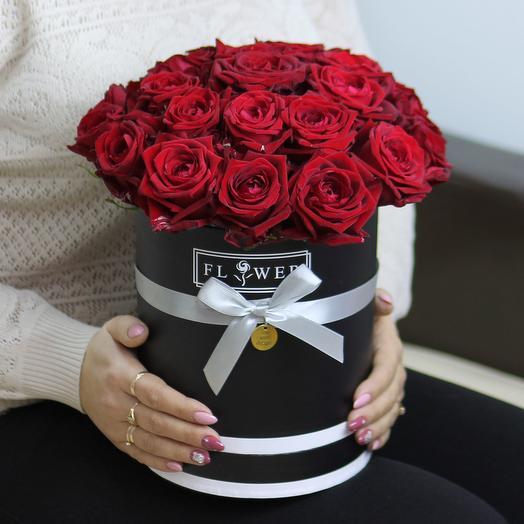 25 красных роз в черной коробке: букеты цветов на заказ Flowwow